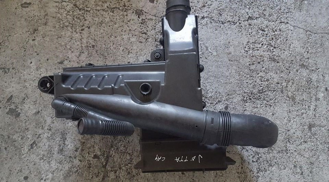 Carcasa filtru aer cu tubulatura vw jetta III 1.6 tdi cay 105 cai
