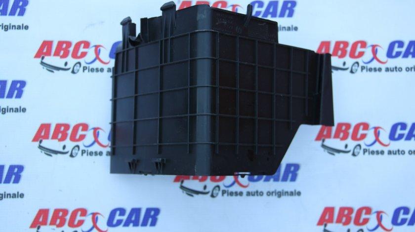 Carcasa laterala baterie VW Passat CC cod: 3C0915335 model 2012