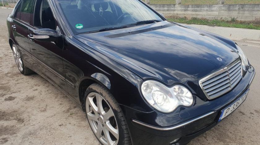 Carenaj aparatori noroi fata Mercedes C-Class W203 2006 om642 3.0 cdi 224cp 3.0 cdi