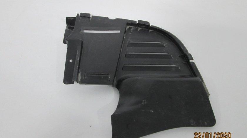 Carenaj pasaj roata stanga fata Renault Megane 1 / Scenic an 1999-2003 cod 7700413202