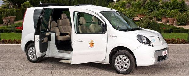Carl Ghosn i-a daruit Papei Benedict al XVI-lea o masina electrica Kangoo ZE