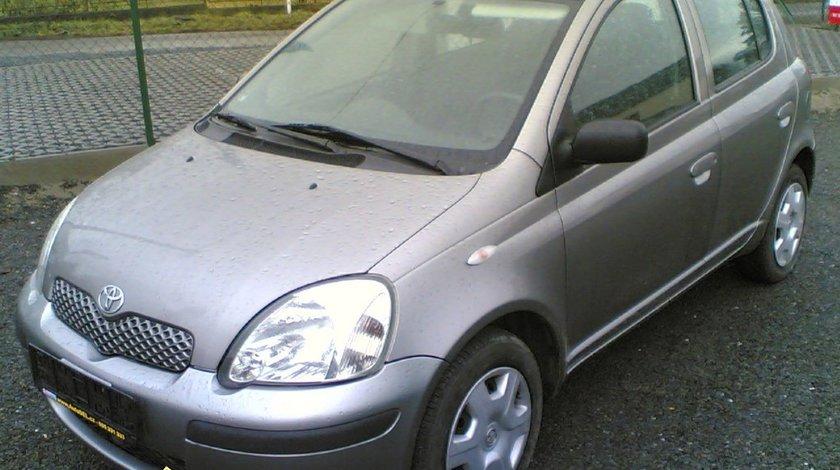 Casetofon toyota yaris 2004