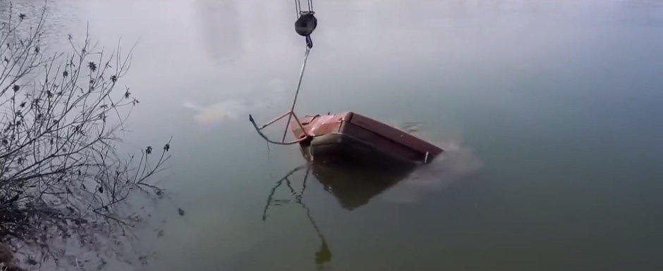 Cat de greu porneste o masina care a stat sase luni sub apa? VIDEO cu cel mai tare experiment de pe internet