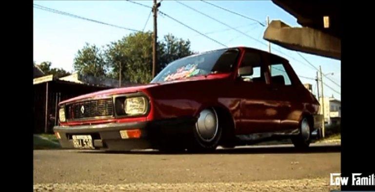 Cat de Stance poate fi o Dacie? Renault 12 culcat pe asfalt