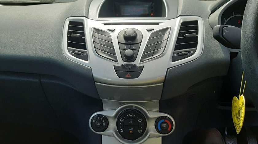 CD player Ford Fiesta 6 2009 Hatchback 1.4i