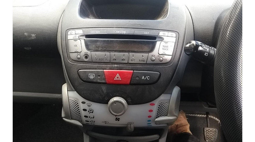 CD player Peugeot 107 2010 Hatchback 1.0i