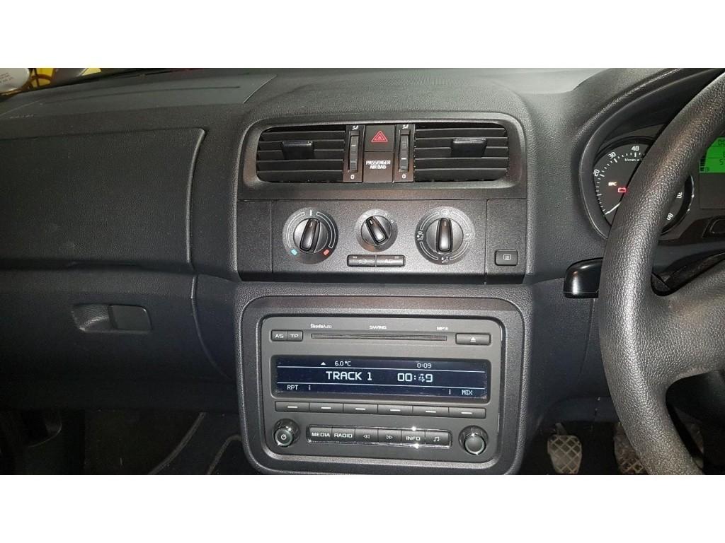 CD player Skoda Fabia II 2011 hatchback 1.2
