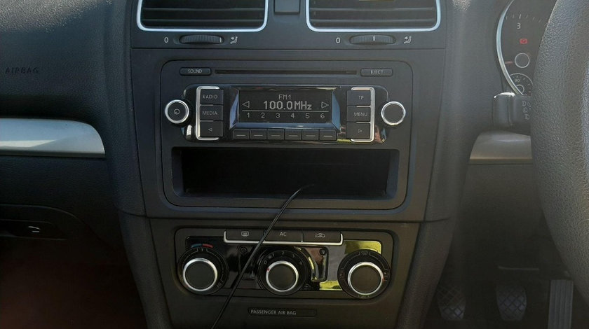 CD player Volkswagen Golf 6 2011 Hatchback 1.6 TDI
