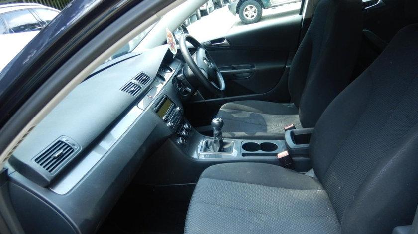 CD player Volkswagen Passat B6 2010 Break 1.6 TDI Motorina