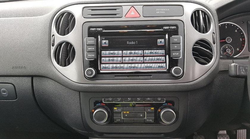 CD player Volkswagen Tiguan 2011 SUV 2.0 TDI