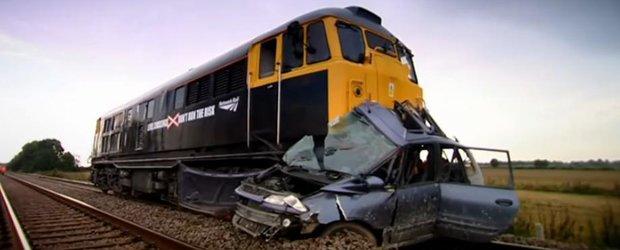 Ce se intampla cand o masina este lovita de tren?