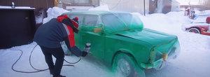 Ce se intampla daca-ti vopsesti masina la -30 de grade Celsius? VIDEO cu cel mai tare experiment de pe internet
