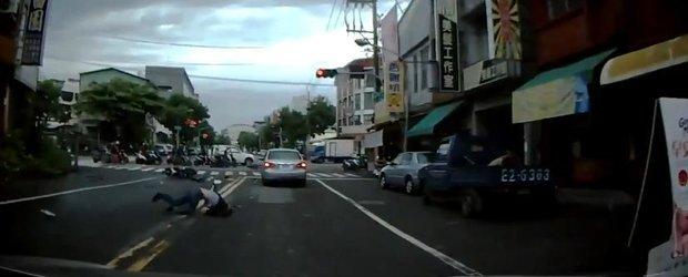 Ce se intampla daca treci cu scuterul pe culoarea rosie a semaforului?