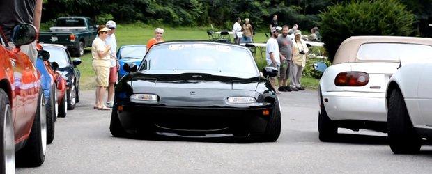 Cea mai coborata Mazda Miata din lume nu poate trece nici peste... monede