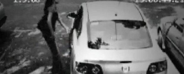 Cea mai eleganta metoda de furat o masina - se intampla si in Romania!