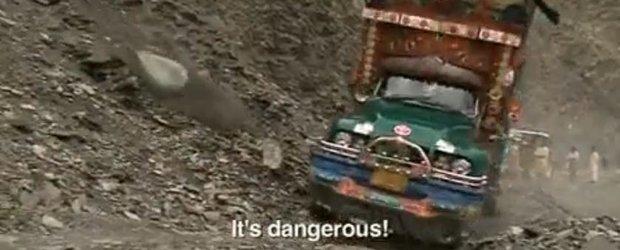 Cea mai extrema scoala de soferi din lume: si cu bataie si cu drumuri extreme