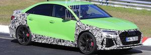 Cea mai ieftina berlina de la Audi va primi curand o varianta super-sport. Noua masina de 450 CP a fost surprinsa deja in teste