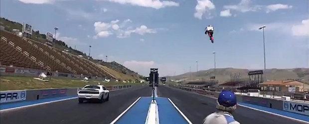 Cea mai nebuna cursa din lume: omul zburator vs. Dodge Hellcat