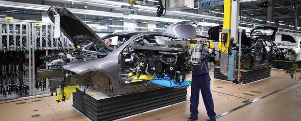 Cel mai ieftin coupe cu patru usi de la Mercedes a intrat in productie. Imagini de pe linia de asamblare