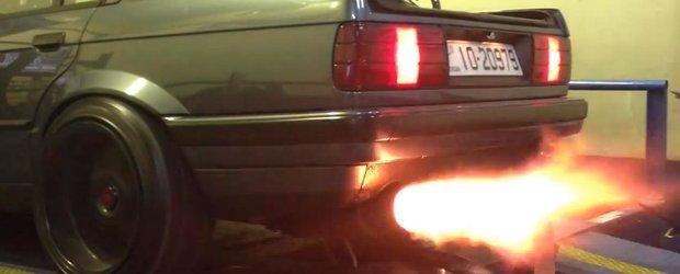 Cel mai infricosator BMW E30 Ursulet din lume scoate flacari!