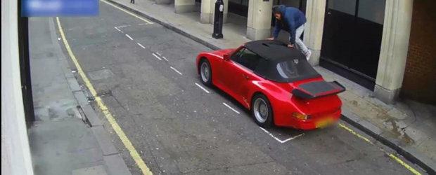 Cel mai nenorocit si prost hot din lume taie plafonul unui Porsche clasic