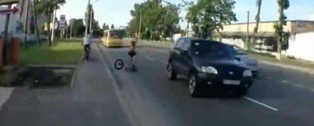 Cel mai norocos biciclist din univers? Cu siguranta!