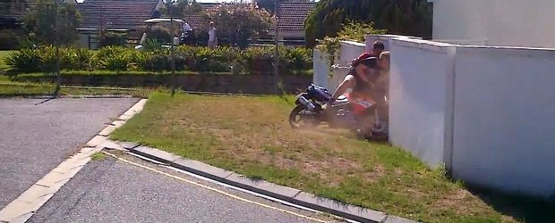 Cel mai stupid accident moto? Fara indoiala!