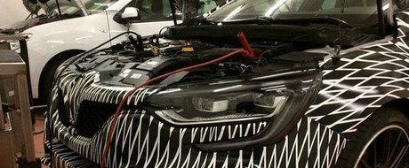 Cele mai noi imagini cu Megane RS ne arata motorul de 300 CP ascuns sub capota sportivei franceze. FOTO