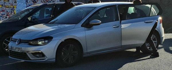 Cele mai recente poze spion cu noul VW Golf 8 ne arata masina germana complet necamuflata...