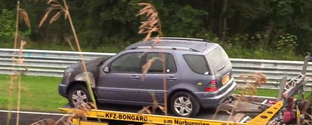 Celebrul Nurburgring Nordschleife s-a dovedit fatal pentru acest Mercedes ML. Uite ce a patit SUV-ul german
