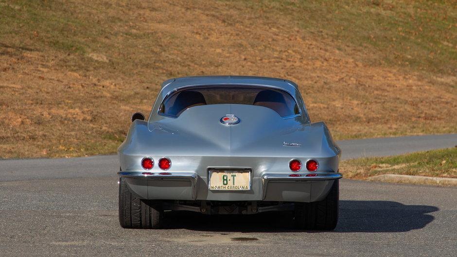 Chevrolet Corvette C2 cu motor LS3