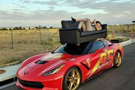 Chevrolet Corvette cu canapeaua pe plafon