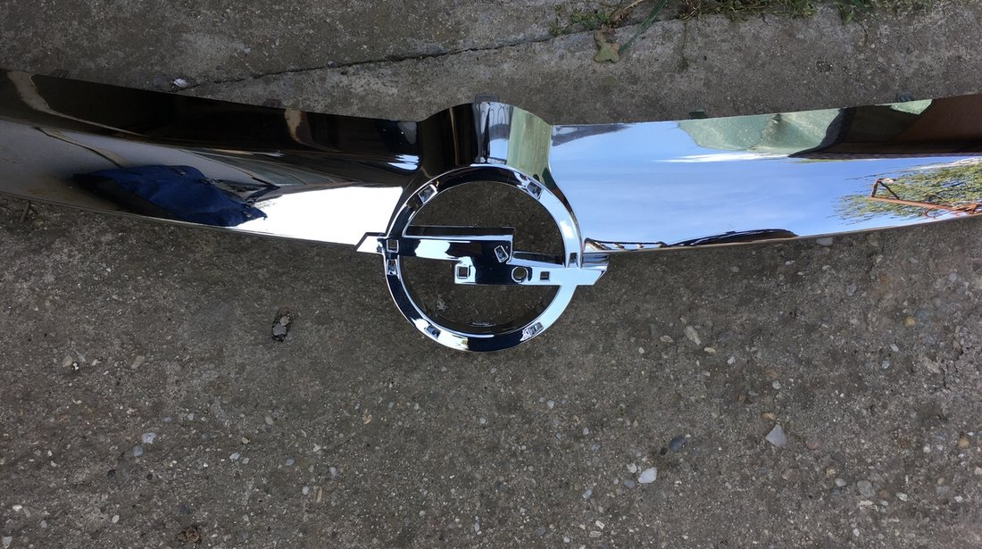 Chevron , Grila cromata bara fata Opel Astra H