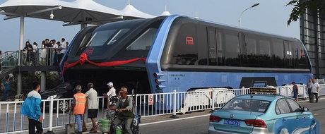 Chinezii au facut autobuzul care merge peste traficul aglomerat: Firea, asa ceva ne trebuie in Bucuresti!