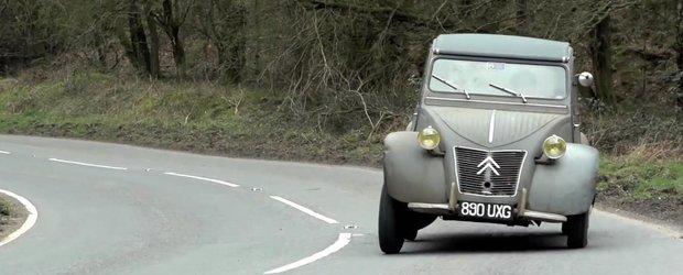 Chris Harris ne prezinta Citroenul sau 2CV, cel mai simplu si bun vehicul din dotare