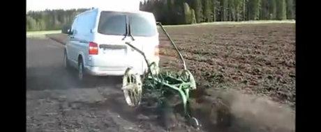 Cine nu are bani de tractor pentru muncile campului sa-si cumpere un microbuz