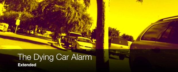 Cineva a inregistrat intr-o parcare o alarma auto care termina bateria. Si a facut cel mai tare beat din lume!