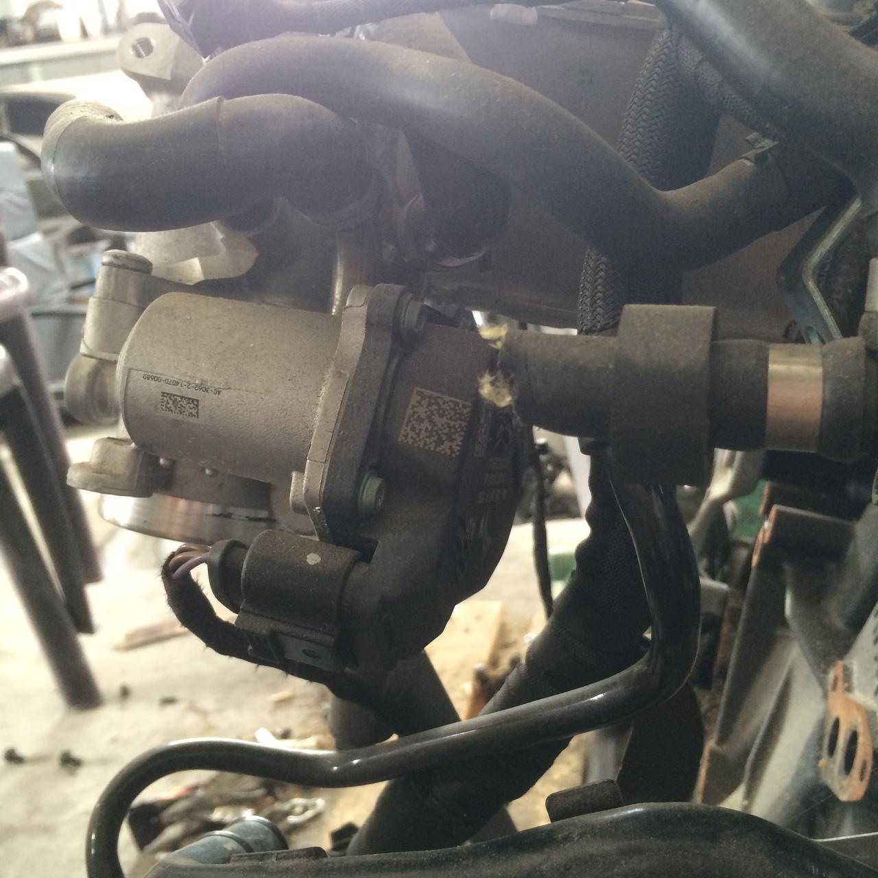 Clapeta acceleratie Seat Leon 1.6TDI 2014 COD 04L128063P