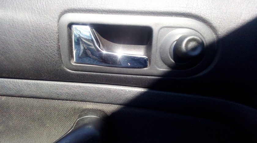 Clapeta interior dreapta spate VW Golf 4, 1.4B, 16V , 2000