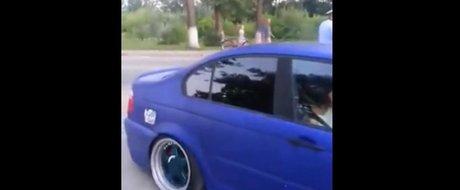 Cocalar sau victima? Un sofer din Romania cu BMW modificat e amendat de politie