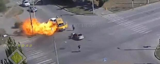 Compilatie cu explozii ale masinilor dotate cu instalatie GPL. Asa de periculos e GPL-ul???