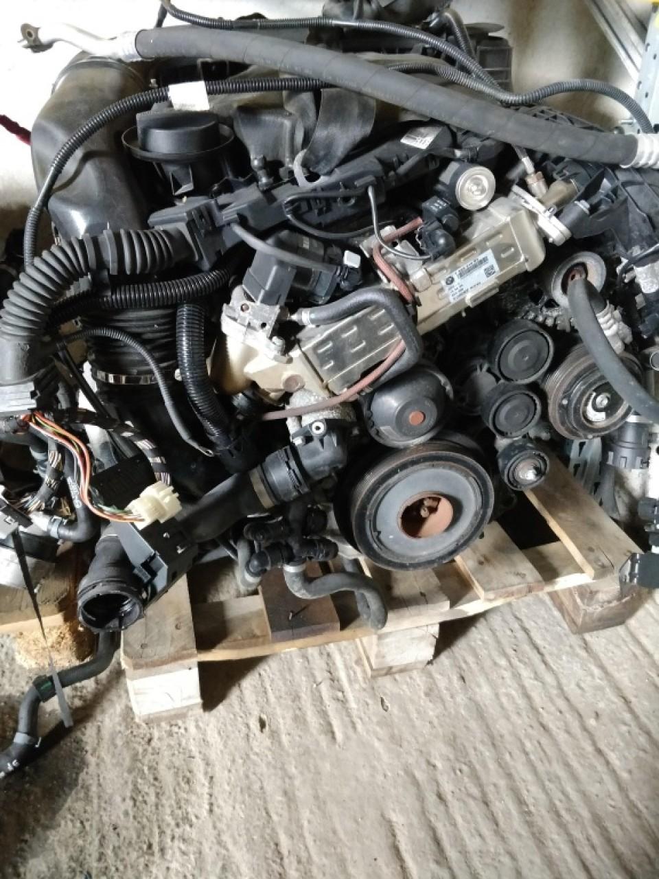 Compresor AC BMW Seria 3 F30 / Seria 5 F07 F10 F11 / Seria 6 F06 F12 F13 / Seria 7 F01 / X5 E70 F15