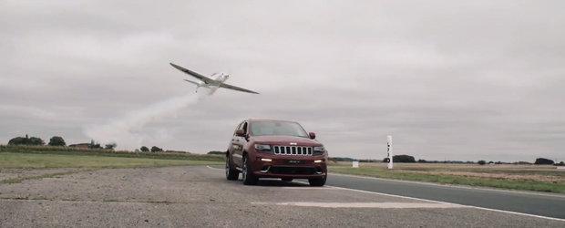 Conceptul il stim cu totii, insa asta-i probabil prima cursa cu viraje dintre o masina si un avion