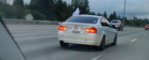 Conducea linistit pe autostrada cand...un sofer de BMW a trecut pe langa el afara din masina. VIDEO