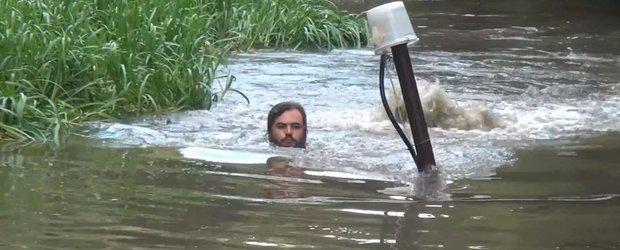 Condusul pe sub apa pare incredibil de amuzant