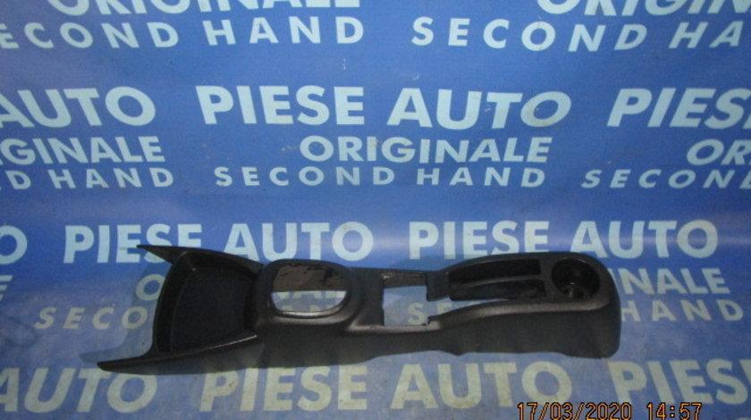 Consola bord Toyota Yaris;  589100D010