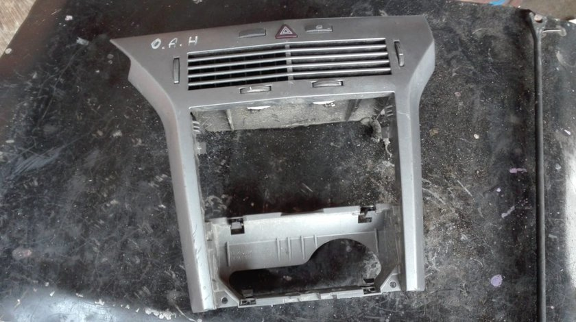 Consola centrala cu buton avariii Opel Astra H