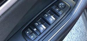 Costa aproape 80.000 de dolari, insa nu are nici macar senzori de parcare. In plus, interiorul e plin de butoane ieftine