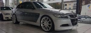 Costa cat un 340 nou-nout, dar e mult peste. Ce dotari nemaiintalnite are acest BMW E90 din anul 2006