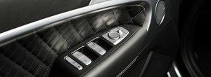 Costa cat un BMW Seria 3, dar ofera cu 72 CP mai mult. In plus, toate dotarile care conteaza sunt standard